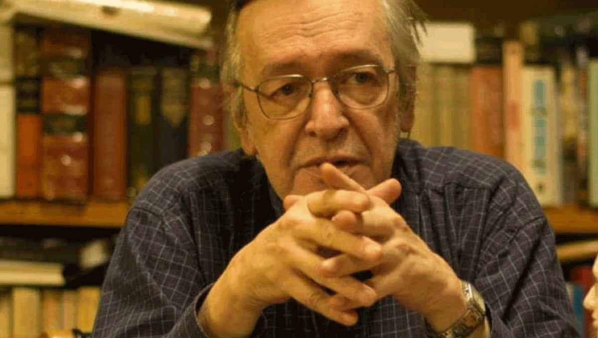 Olavo de Carvalho é internado
