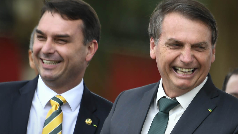 Flávio Bolsonaro vota contra projeto anticorrupção