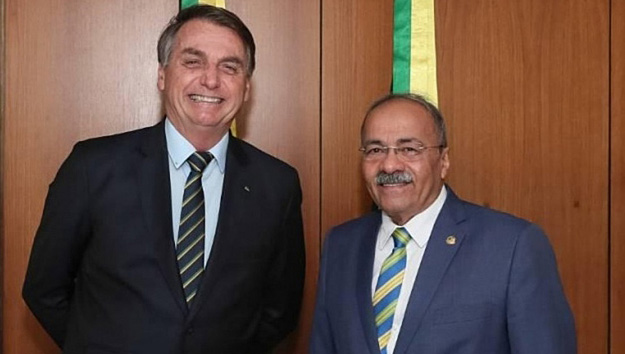 PF indicia senador bolsonarista