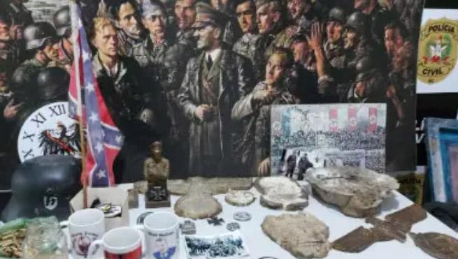 Polícia fecha fábrica de artigos nazistas