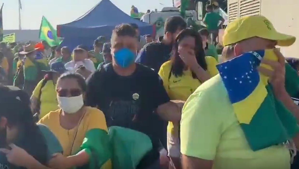 Bolsonaristas levam gás de pimenta