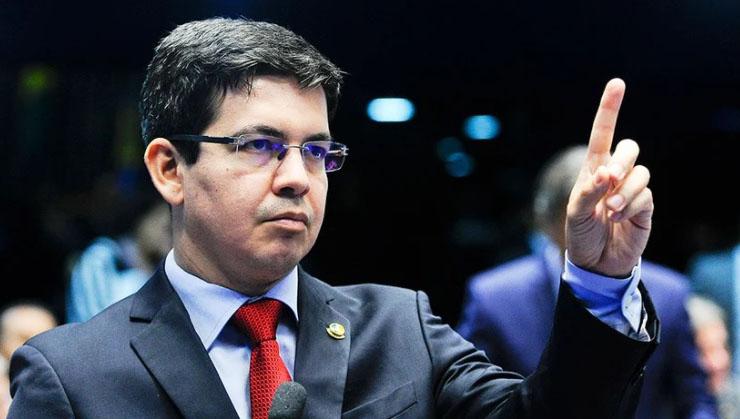 Randolfe Rodrigues envia notícia-crime contra Bolsonaro