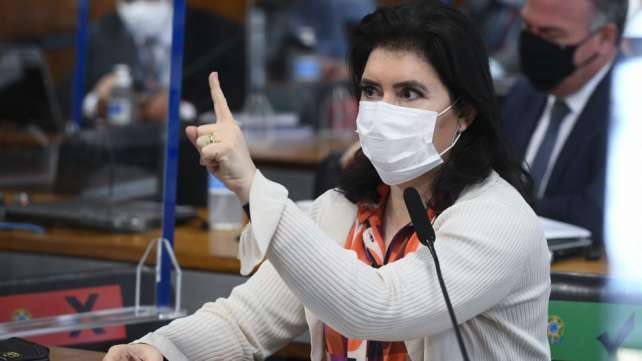 Ministro de Bolsonaro ataca senadora na CPI