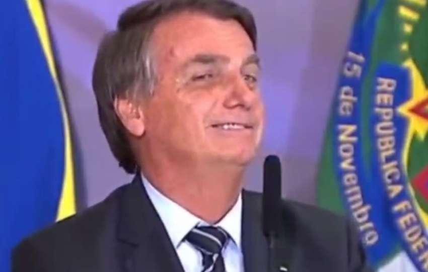 Bolsonaro defende fake news