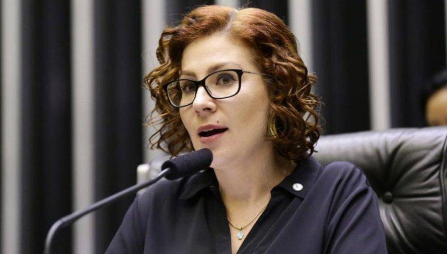 Blogueiro bolsonarista teme prisão de Carla Zambelli