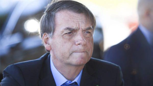 Bolsonaro pede que caminhoneiros liberem estradas