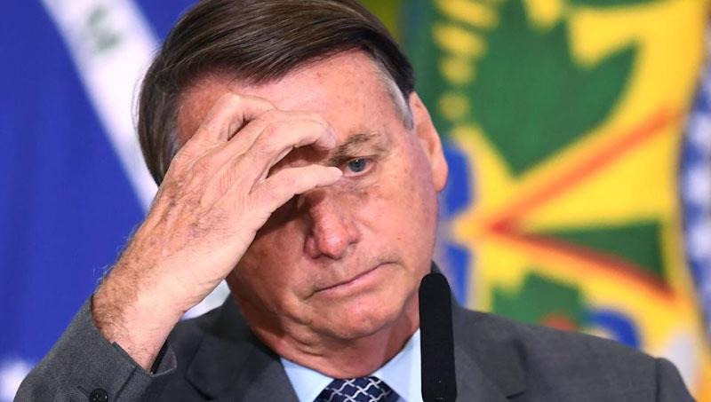 Bolsonaro é atendido após passar mal
