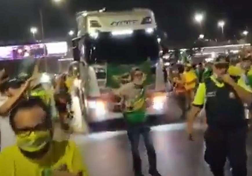 Bolsonaristas invadem Esplanada