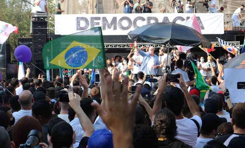 Ciro Gomes lidera intenção de voto em ato do MBL