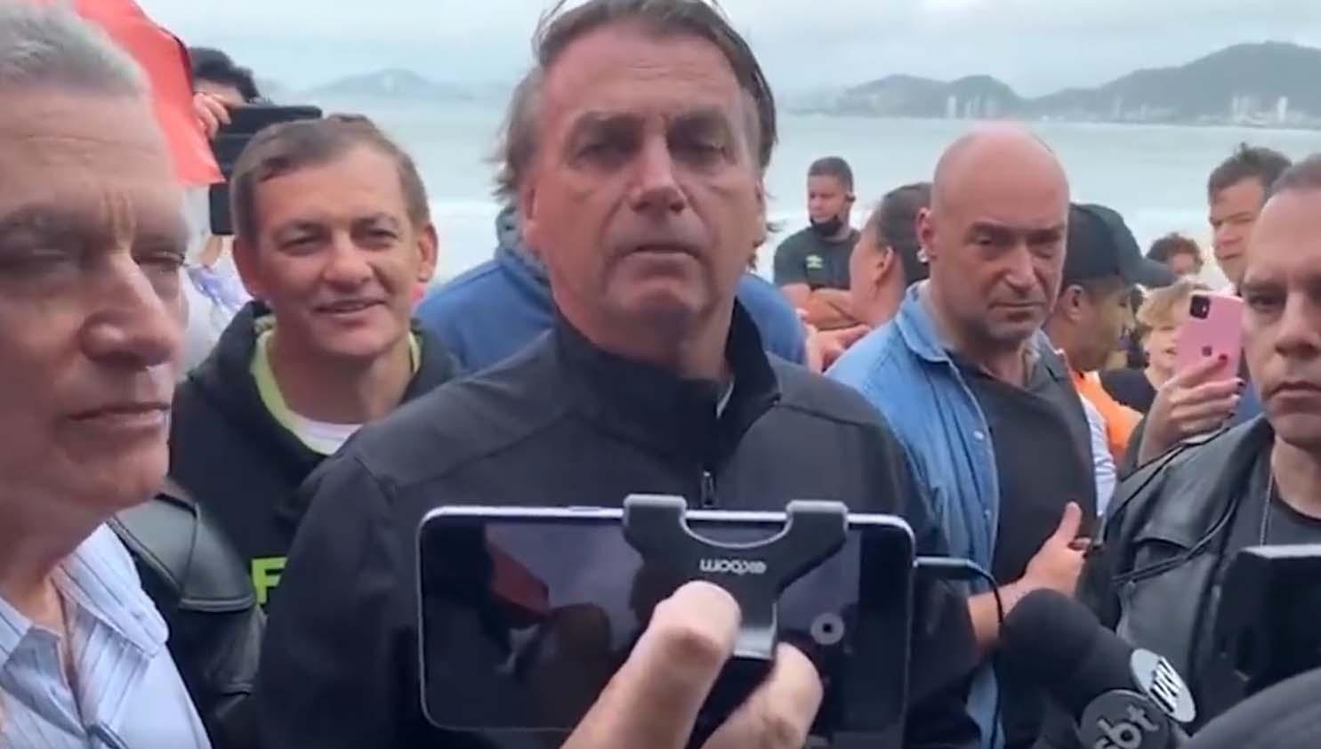 Bolsonaro se irrita na praia