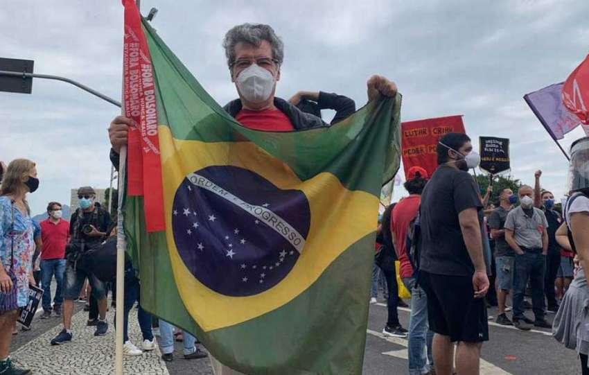 Esquerda deve empunhar a Bandeira Nacional