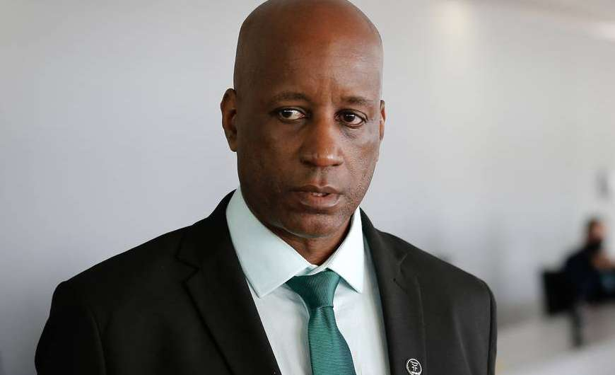Justiça proíbe Sergio Camargo de promover demissões