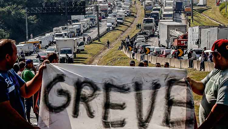 Caminhoneiros ameaçam greve geral